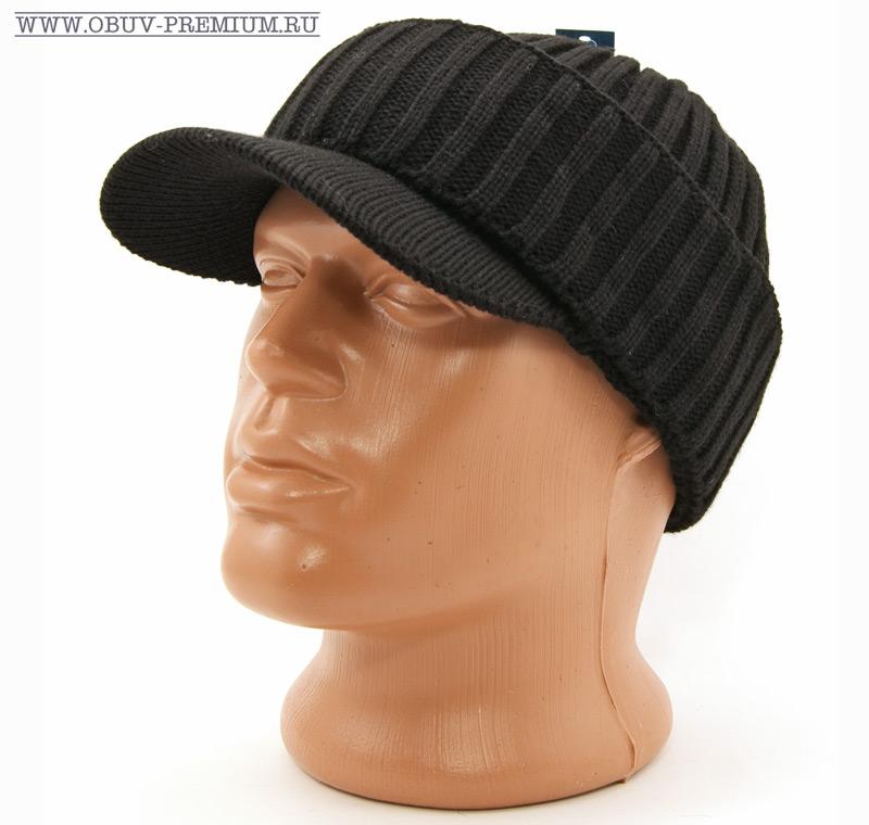 Вязаная зимняя шапка с козырьком