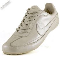 Светлые кожаные кроссовки «Nike»
