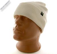 Белая вязаная шапочка с ушками